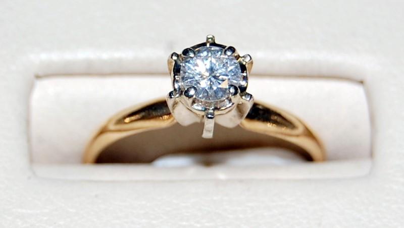 14k Yellow Gold Lady's Diamond Ring 1.8G 0.33CTW Size 6.25