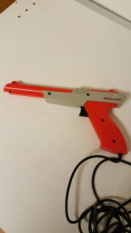 Official Nintendo Zapper Light Wired Gun Controller NES-005 1985 Orange Original