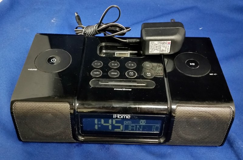 IHOME IP9 AUDIO SYSTEM