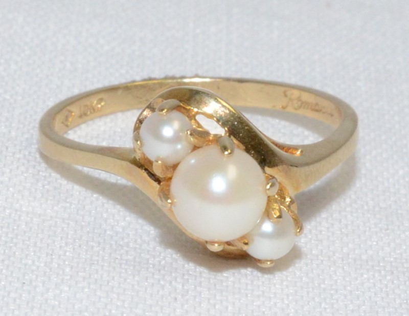 10K Yellow Gold Dainty Bypass Shank Triple Pearl 3-Stone Style Ring sz 6.5