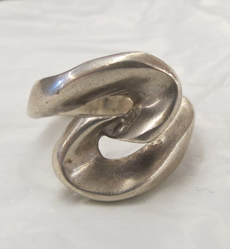 Lady's Silver Ring 925 Silver 4.8dwt Size:4.5, BACKWARD 'S' SWIRL ON FACE