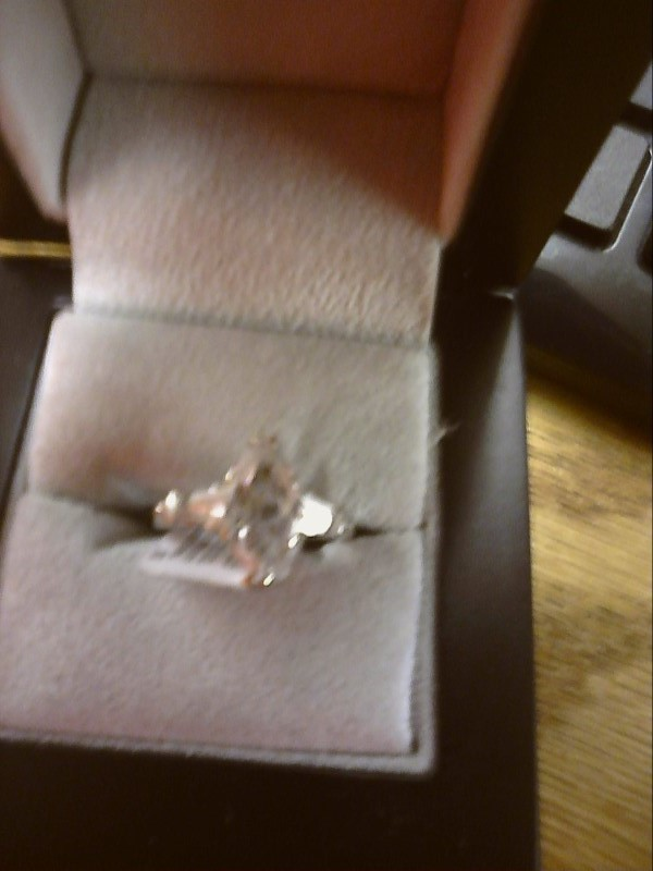 LADIES RING WITH SEVERAL CLEAR STONES - LARGE MARQUISE SHAPPED SIZE 6