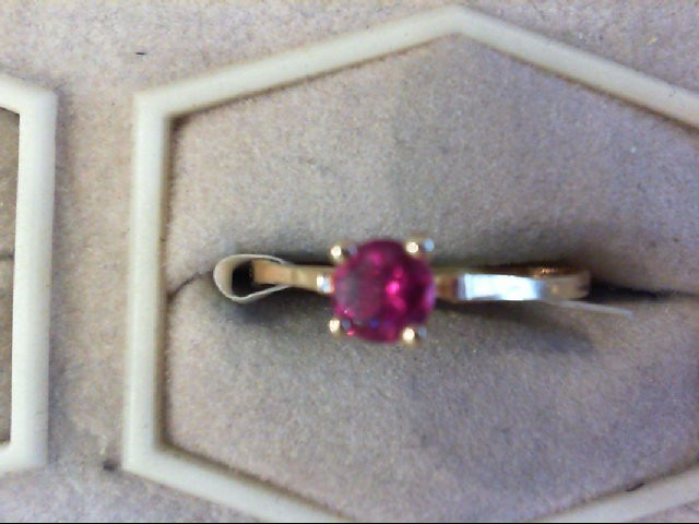 Red Stone Lady's Stone Ring 14K Yellow Gold 1.1g