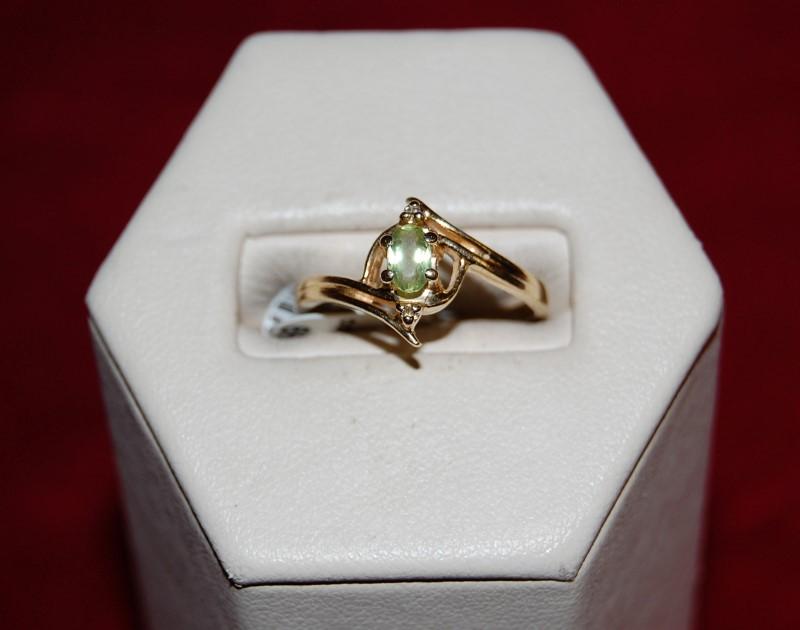 Synthetic Peridot Lady's Stone Ring 14K Yellow Gold 2.5g