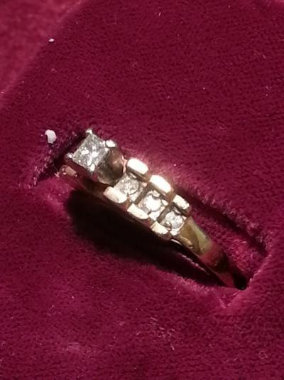Lady's Diamond Solitaire Ring 7 Diamonds .26 Carat T.W. 10K Yellow Gold 2.5dwt
