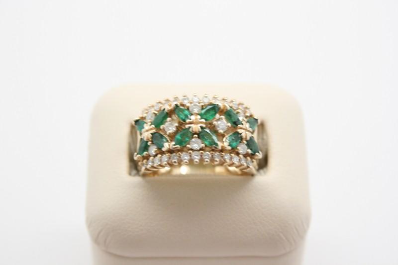 LADY'S EMERALD & DIAMOND RING