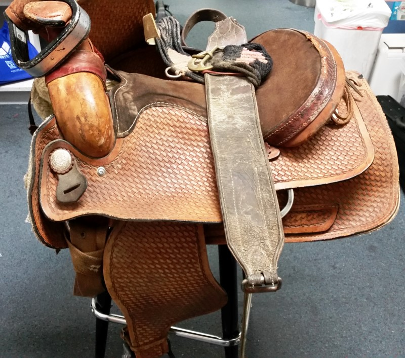HORSE  WESTERN SADDLE SZ16