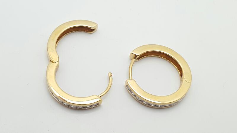 Gold-Diamond Earrings 70 Diamonds .70 Carat T.W. 14K Yellow Gold 7.1g