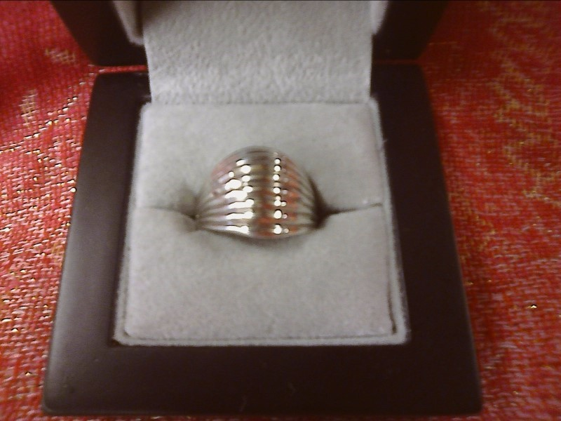 STERLING SILVER RING DOME DESIGN WITH LINES ACROSS TOP SIZE: 6 1/2
