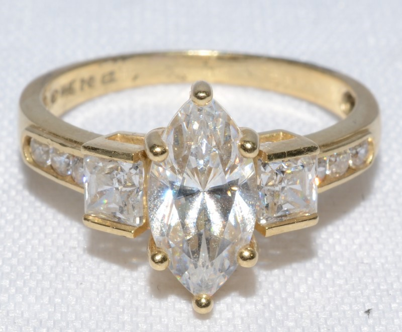 CUBIC ZARCONIA MARQUISE 14K YELLOW GOLD ENGAGEMENT RING SIZE 7