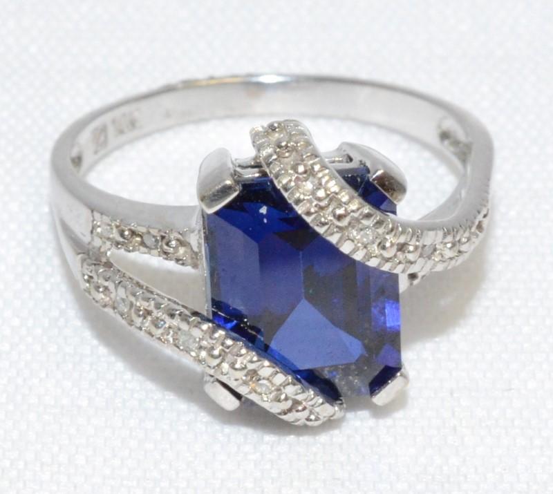 Blue Stone Lady's Stone Ring 10K White Gold 3.6g