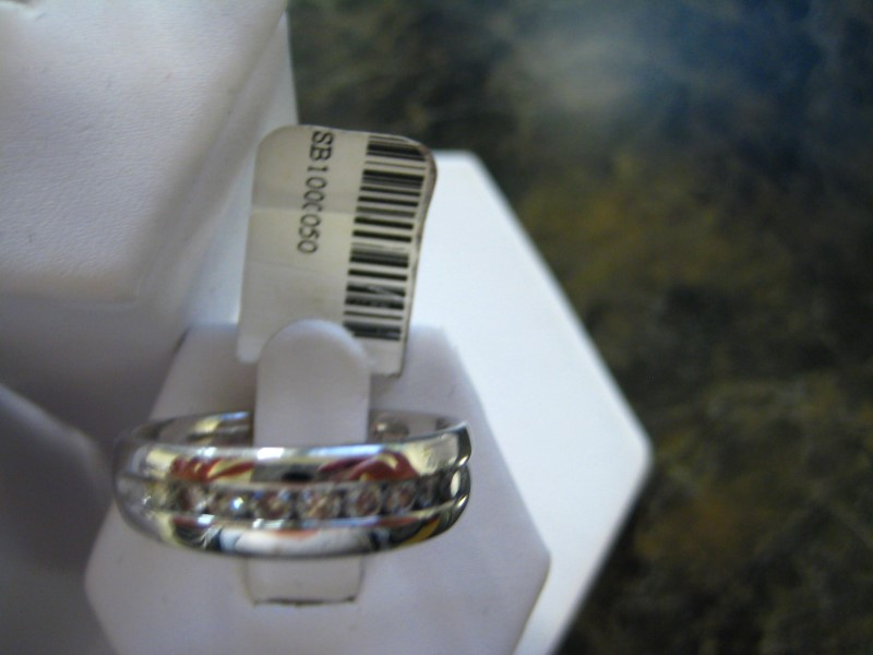 Gent's Diamond Solitaire Ring 0.01 CT. 10K White Gold 6g
