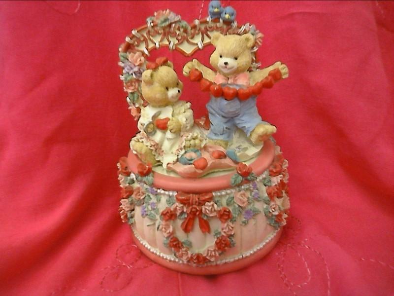TWO BEARS & HEARTS MUSIC BOX