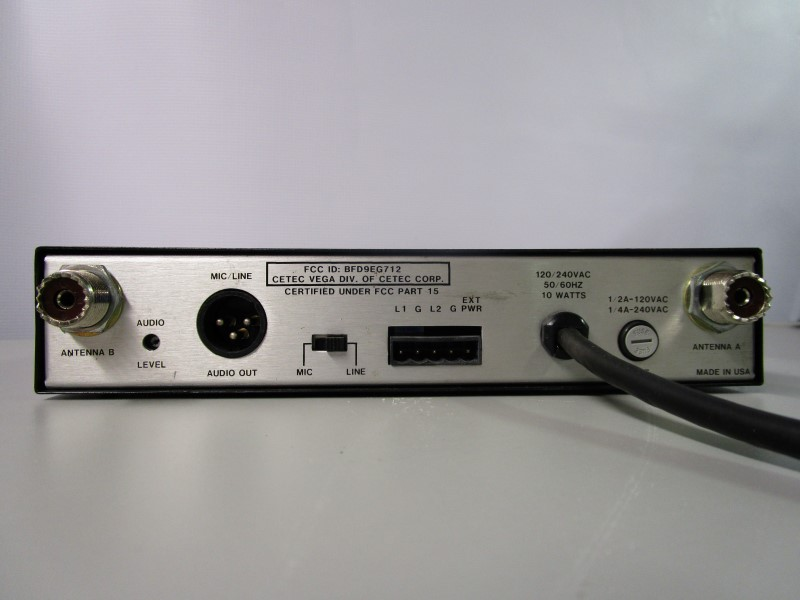 CETEC VEGA R-32 PRO DIVERSITY TRANSMITTER / RECEIVER WITH ANTENNAS