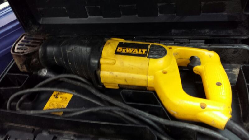 DeWalt DW304P Variable Speed Reciprocating Saw 10 AMP Sawzall