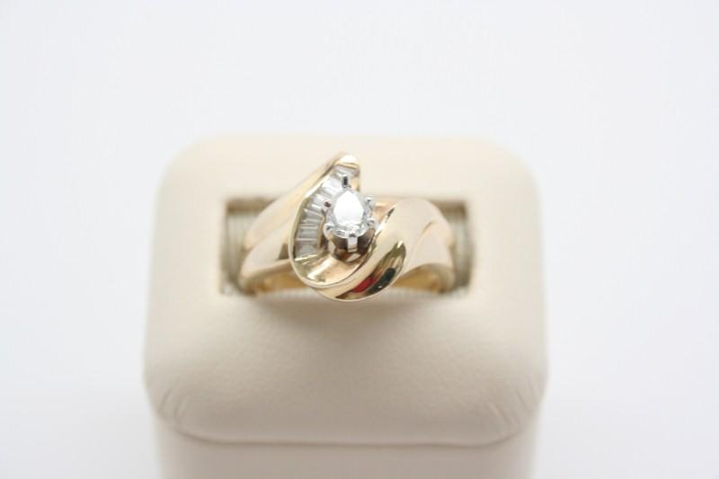 LADY'S 14K YELLOW GOLD DIAMOND FASHION RING