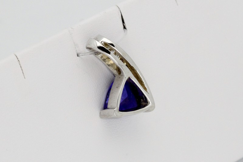 Gold-Diamond & tanzanite Pendant 7 Diamonds .19 Carat T.W. 14K White Gold