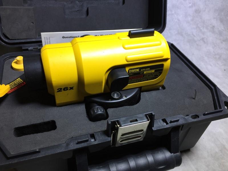 DEWALT Level/Plumb Tool DW096