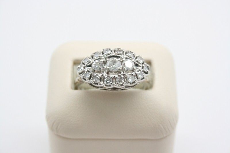 LADY'S ANTIQUE STYLE WHITE GOLD DIAMOND RING