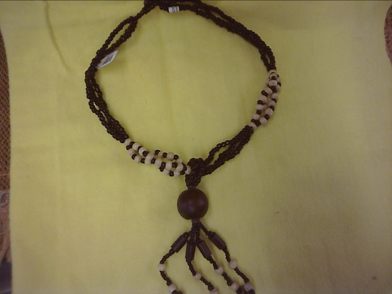 COSTUME NEW JEWELRY JEWELRY JEWELRY SHIVA IMPORTS; BEAD AND WOOD NECKLACE IN COR