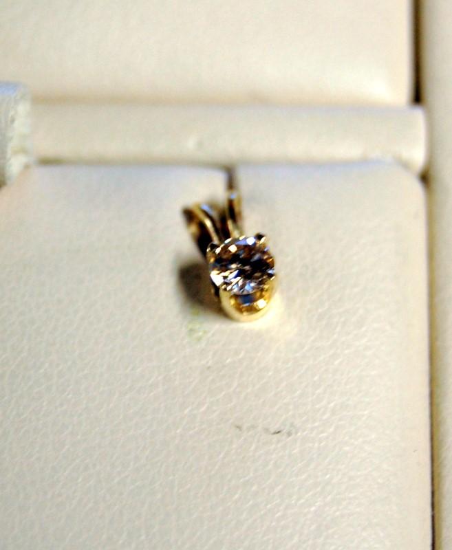 Gold-Diamond Solitaire Pendant .18 CT. 14K Yellow Gold 0.4g