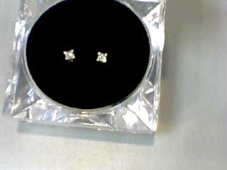 Gold-Diamond Earrings 2 Diamonds .26 Carat T.W. 14K Yellow Gold 0.4dwt