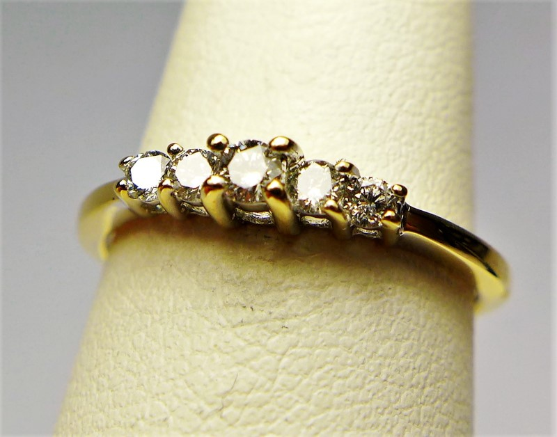 Lady's Diamond Cluster Ring 5 Diamonds .15 Carat T.W. 10K Yellow Gold 1.3g