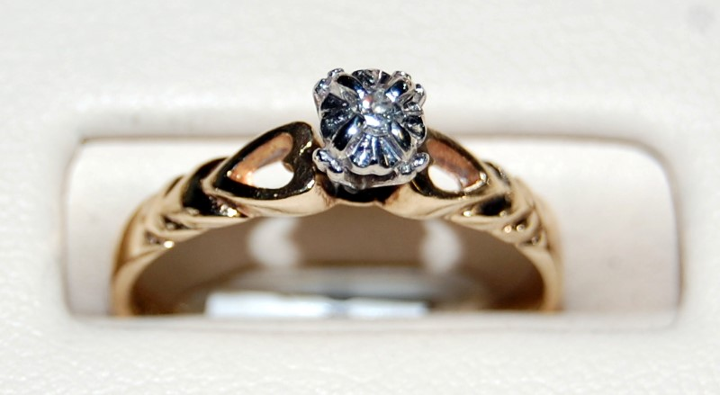 10K Yellow Gold Lady's Diamond Engagement Ring 1.9G 0.05CTW Size 6.75