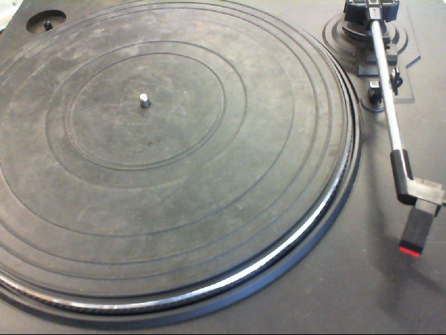 FISHER Turntable MT420
