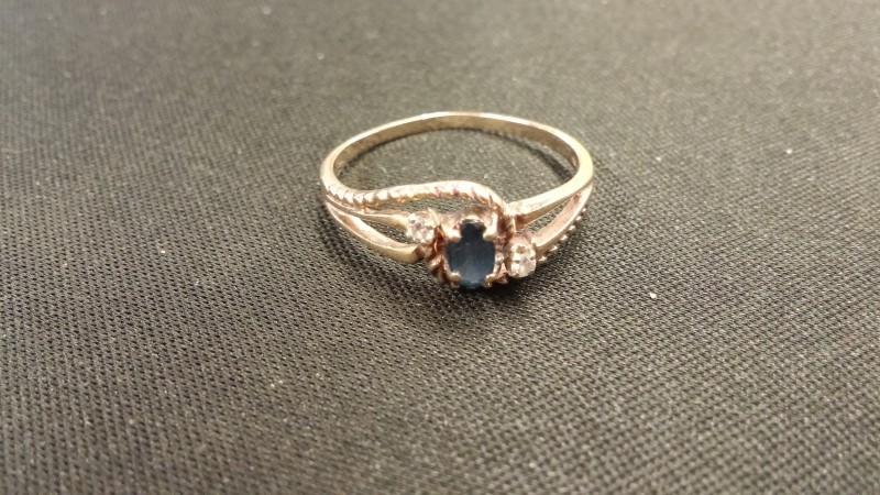 Sapphire Lady's Ring 2 Diamonds