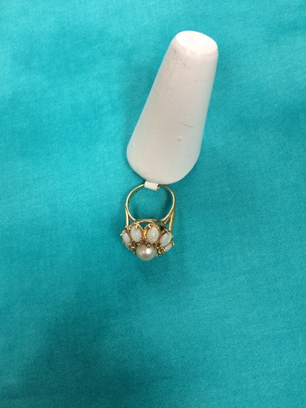 Synthetic Pearl Lady's Stone Ring 14K Yellow Gold 6.1dwt