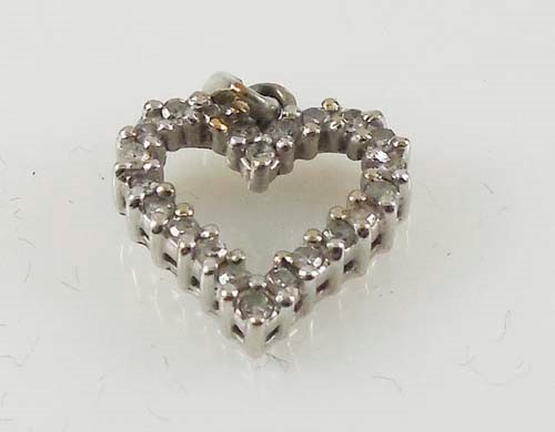 Gold-Multi-Diamond Pendant 20 Diamonds 0.2 Carat T.W. 10K White Gold 1.5g