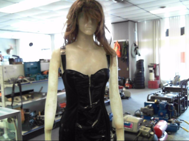 FEMALE MANNEQUIN W/ STAND