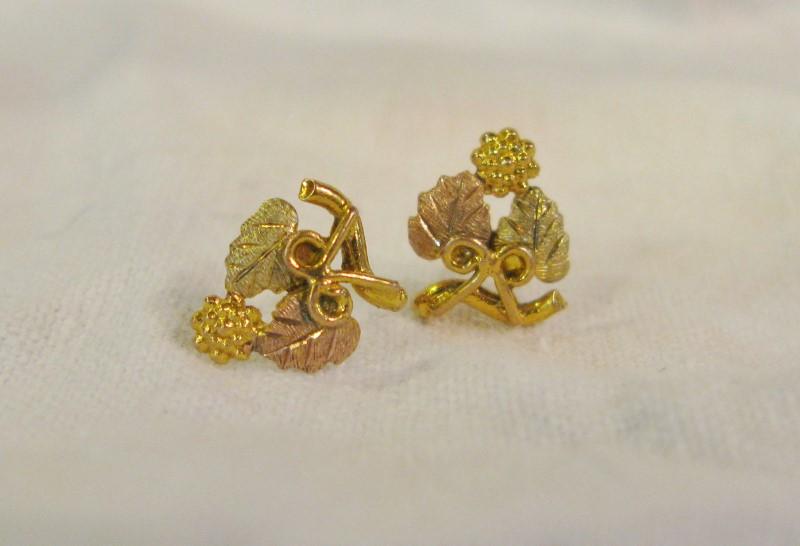 BLACK Hills Gold Earrings 10K Tri-color Gold 0.78dwt