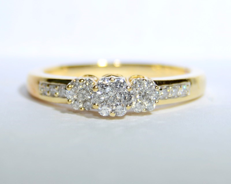 14K Yellow Gold Past, Present, Future Diamond Cluster Filigree Ring sz7