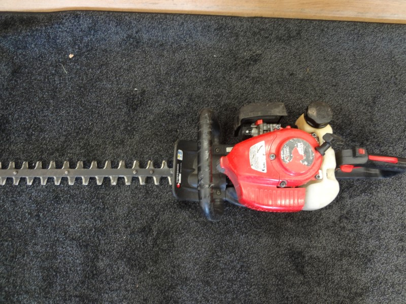 "RED MAX HTZ2460 30"" HEDGE TRIMMER"