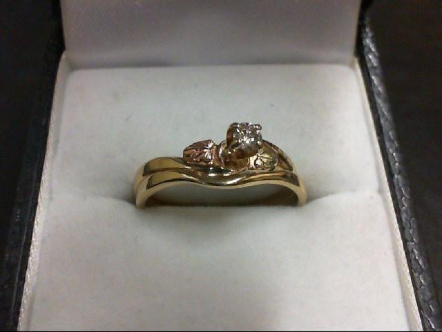 Lady's Diamond Wedding Set 0.1 CT. 10K Tri-color Gold 2.8g