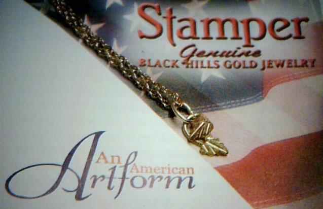 Stamper Black Hills Gold Gold Pendant 10K Tri-color Gold 0.16dwt