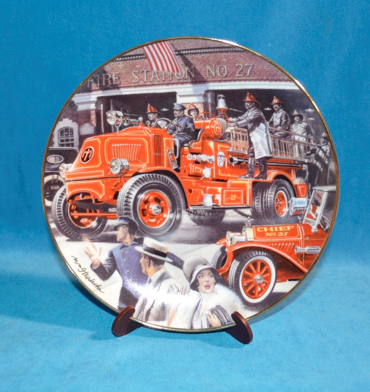 FRANKLIN MINT Collectible Plate MACK BULLDOG FIRE ENGINE
