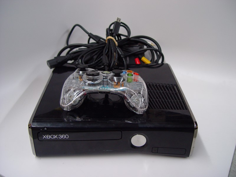 MICROSOFT Video Game System XBOX 360 S - 4GB - 1439 - CONSOLE