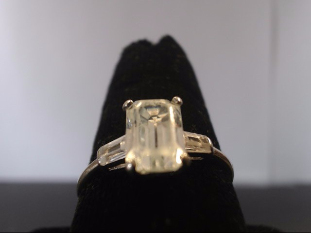 Synthetic White Stone Lady's Stone Ring 14K White Gold 2.5g