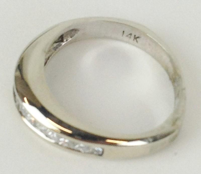 Lady's Diamond Wedding Band 10 Diamonds 1.00 Carat T.W. 14K White Gold 2.85g