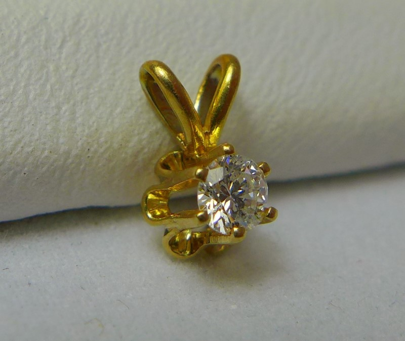 Gold-Diamond Solitaire Pendant .10 CT. 14K Yellow Gold 0.3g