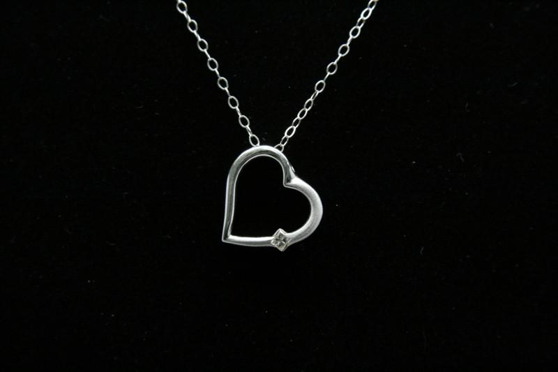 HEART SHAPE PENDANT WITH PRINCESS CUT DIAMOND 14K WHITE GOLD