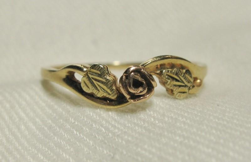 Black Hills Gold Classic Rose 10K Tri-Color Gold 0.9dwt Size:7