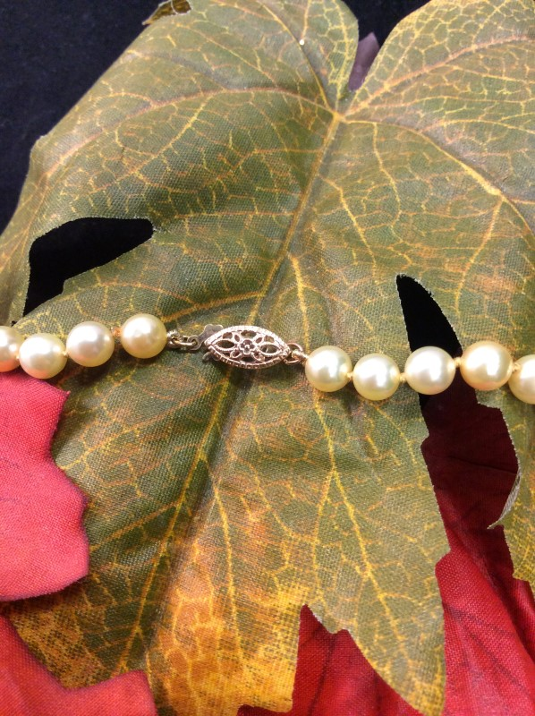 """17.5"""" Pearl Strand Stone Necklace 14K Yellow Gold 19.72g"""
