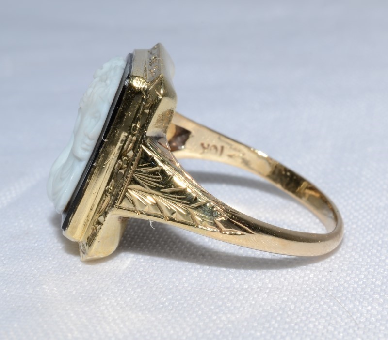 10K Yellow Gold Etched Rectangular Black & White Cameo Ring Size 6.5