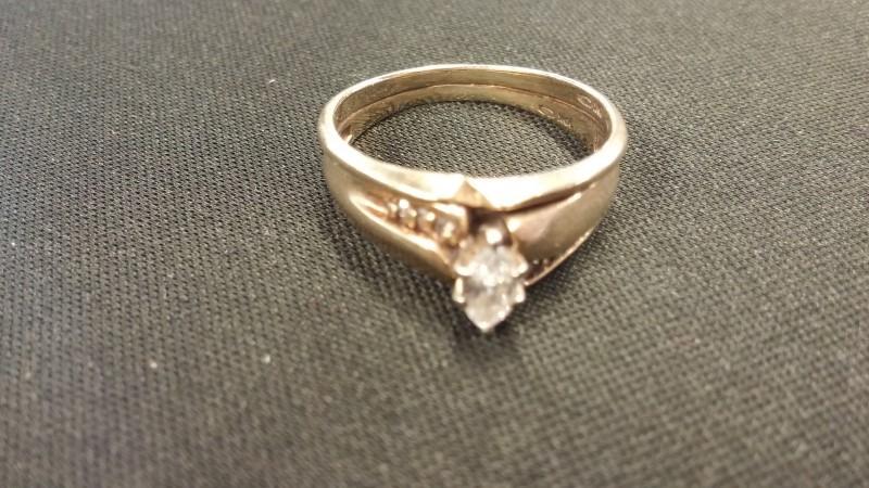 Lady's Diamond Wedding Set 7 Diamonds .21 Carat T.W. 10K Yellow Gold 1.8dwt
