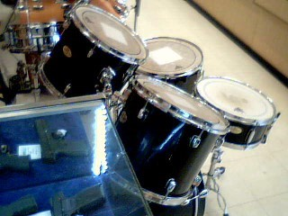 PEARL 5PC DRUM SET,HARDWARE FORUM SERIES