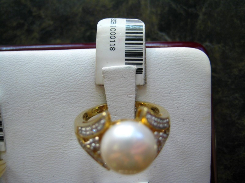 Synthetic White Stone Lady's Stone Ring 14K Yellow Gold 5.2g